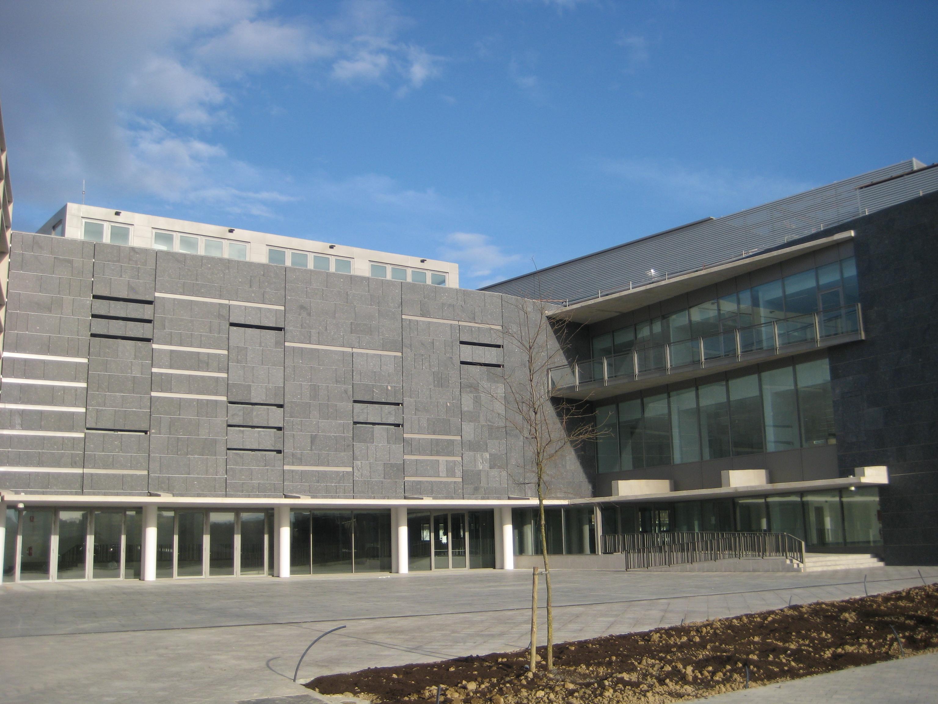 biblioteca-y-filmoteca-de-navarra-005