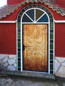 Puerta-sublimada-para-entrada-de-bodega