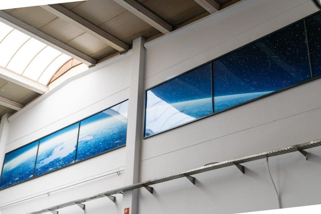 Detalle-mural-sublimado-La-Tierra-desde-el-Espacio