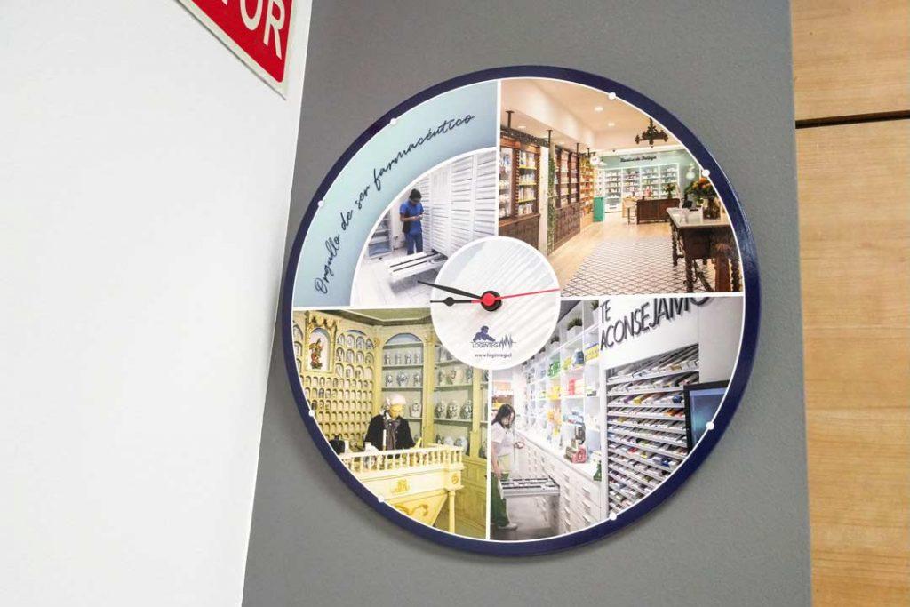 Reloj-sublimado-para-APOTHEKA-Chile