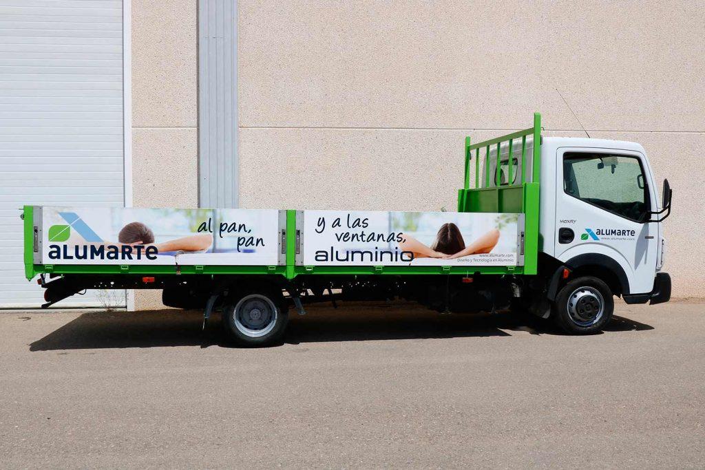 Vista-lateral-camion-rotulado-por-sublimacion-digital para ALUMARTE